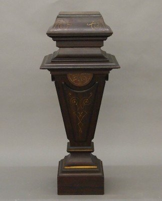 12: Victorian display pedestal
