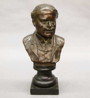 41: Bronze bust
