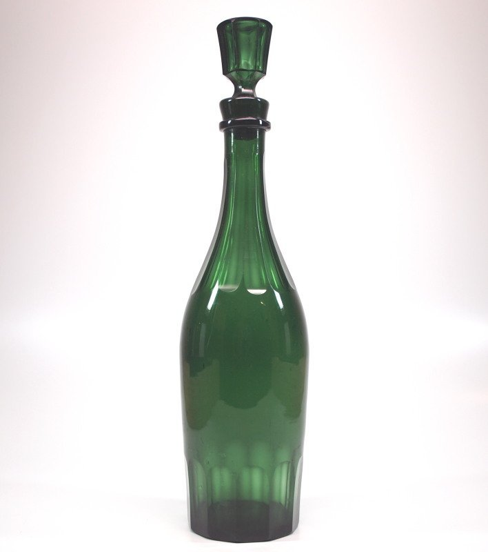 Blown and cut decanter