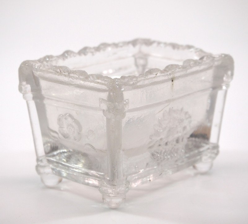 Pressed & lacy glass salt dishes, five - 3