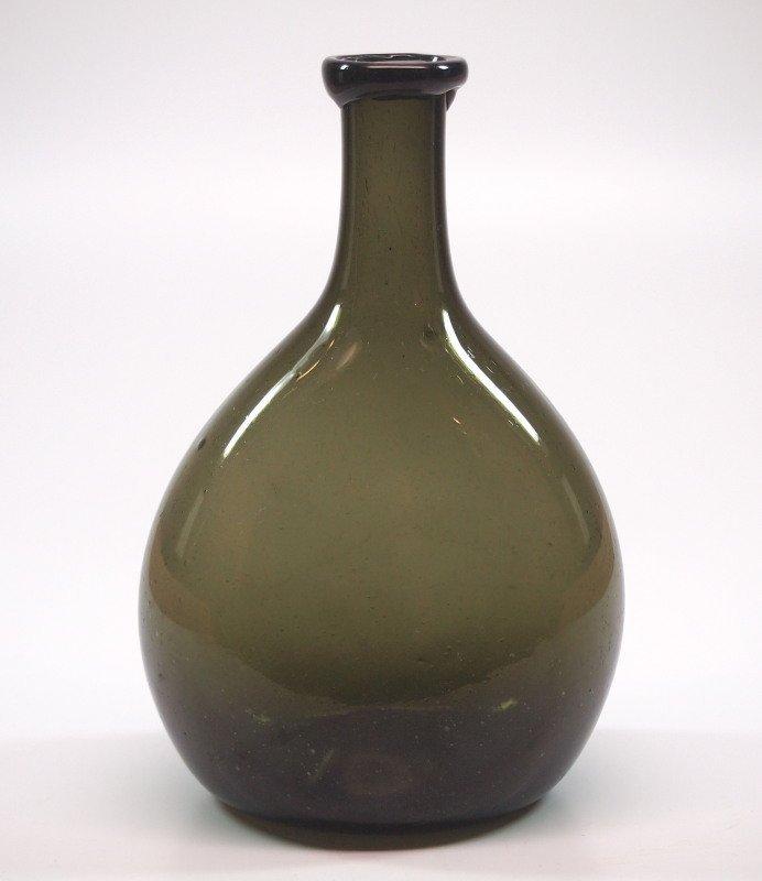 Free-blown chestnut flask