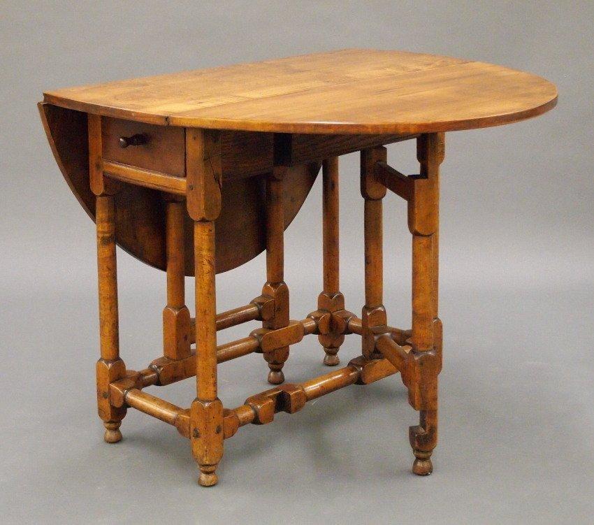 New England gate leg table - 2