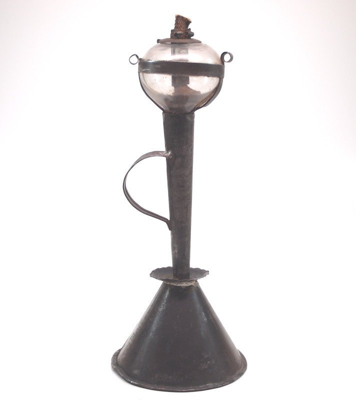 Tin hand lamp