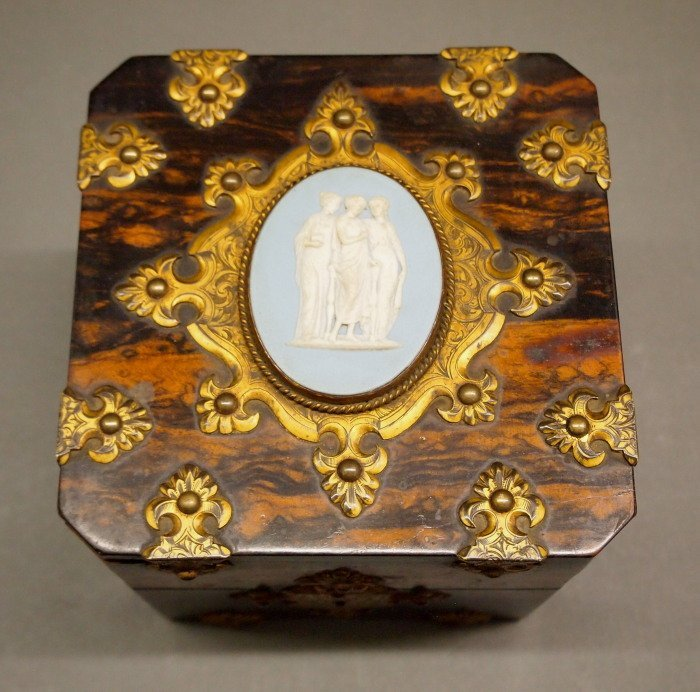 Victorian perfume case with bottles - 3