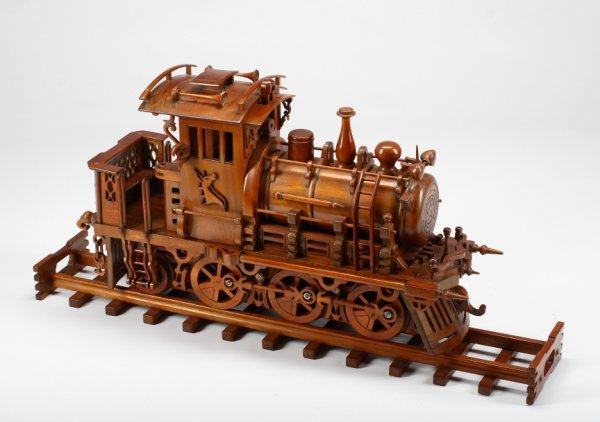 944: WOODEN TRAIN MODEL : Lot 944
