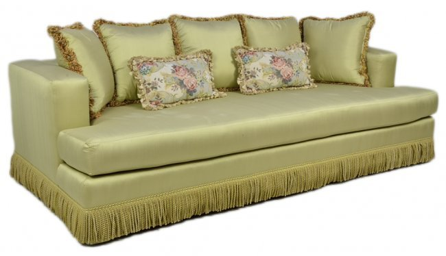 A MID-CENTURY STYLE CREAM SILK SOFA WITH PILLOWS Very g : Lot 113