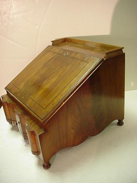 slant top writing desk Portable slant top writing desk felt lined, small ding on the underneath please see additional pictures.