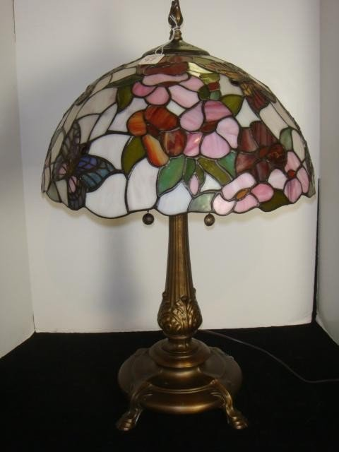 97 dale tiffany butterfly style stained glass lamp lot 97. Black Bedroom Furniture Sets. Home Design Ideas