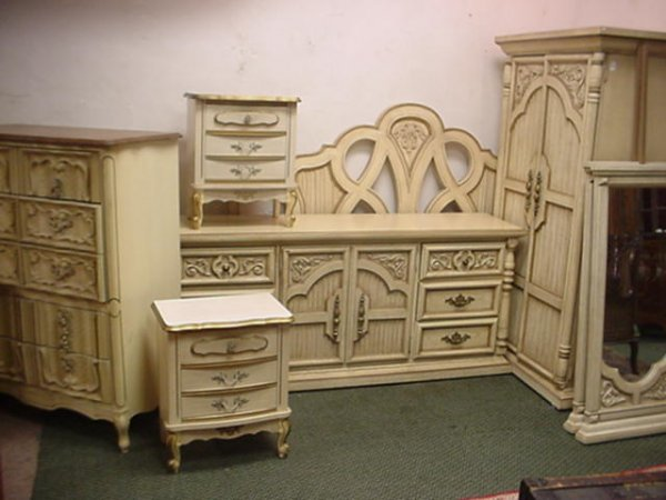 1661: 6 Piece French Provincial Bedroom Set: : Lot 1661