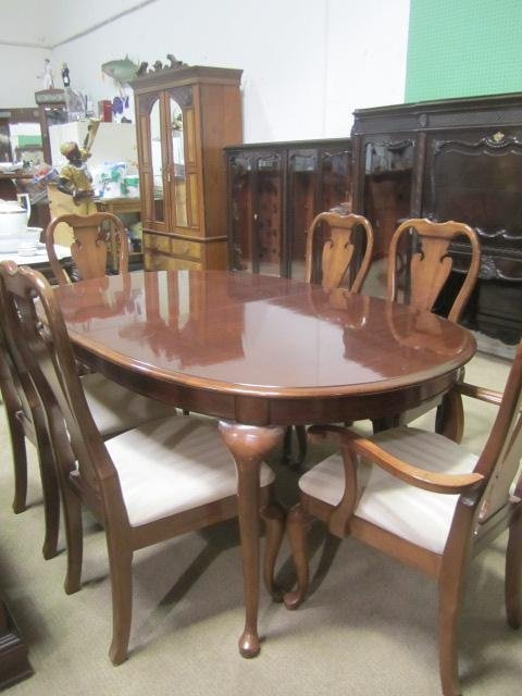 563 f12 36 thomasville cherry wood dining set lot 563