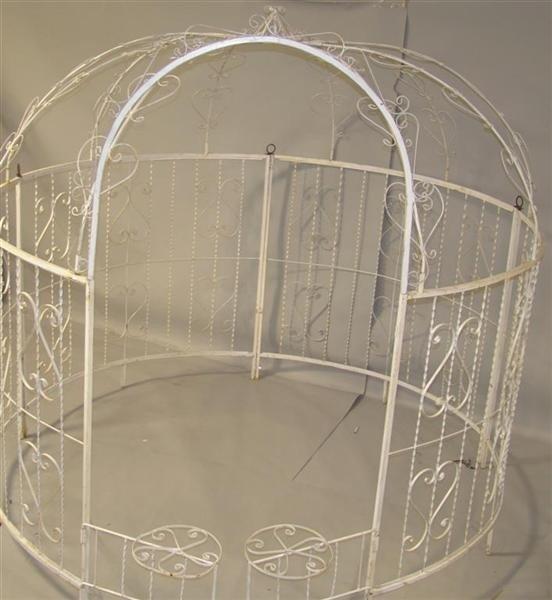 131 large white painted round metal gazebo lot 131. Black Bedroom Furniture Sets. Home Design Ideas