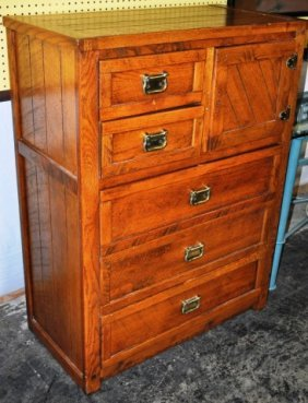 Young Hinkle Gentleman S Chest Lot 45