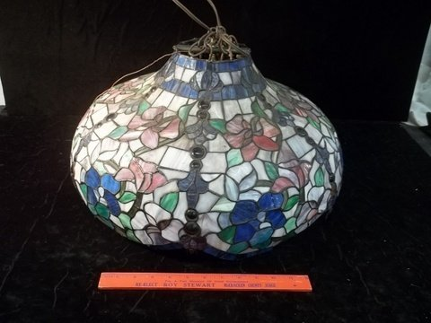 contemporary stained glass lamp shade 20 inch lot 401. Black Bedroom Furniture Sets. Home Design Ideas