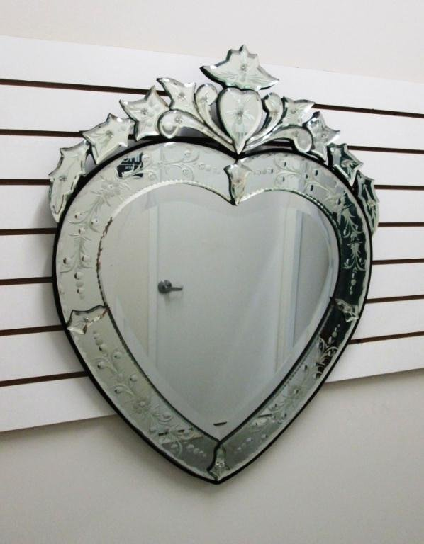 HEART SHAPED VENETIAN MIRROR : Lot 72