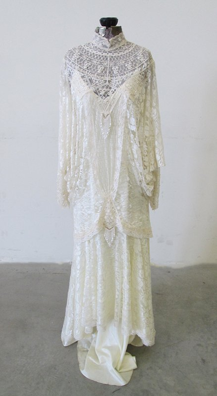 Victorian style wedding dress lot 258 for Victorian style wedding dress