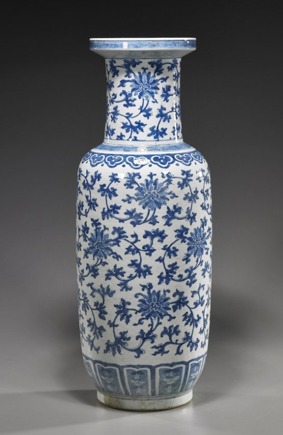 Tall Antique Chinese Blue Amp White Vase Lot 114