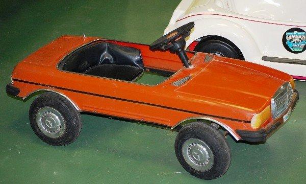 Red mercedes benz pedal car for Mercedes benz pedal car