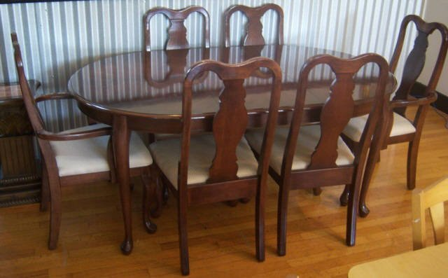 500: Queen Anne Style Oval Dining Room Table Set : Lot 500
