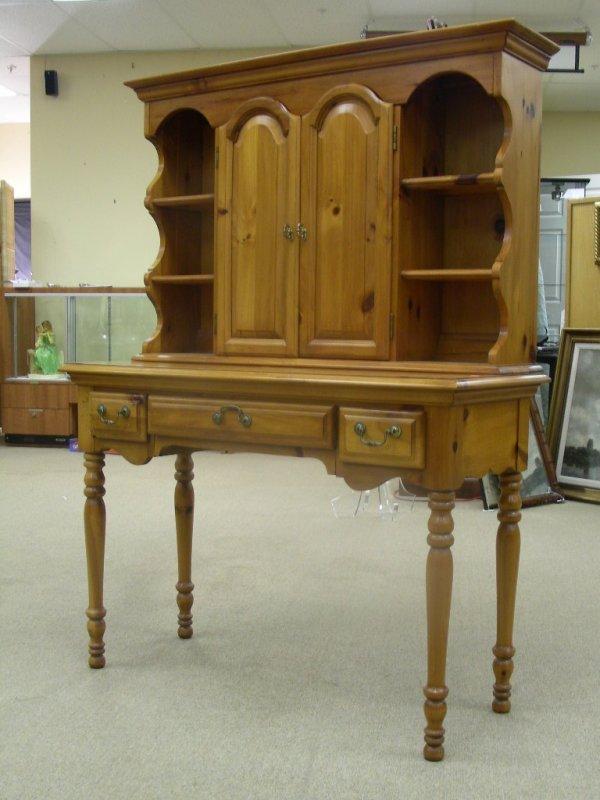 563 Dixie Furniture Maple Hutch Small Desk Lot 563
