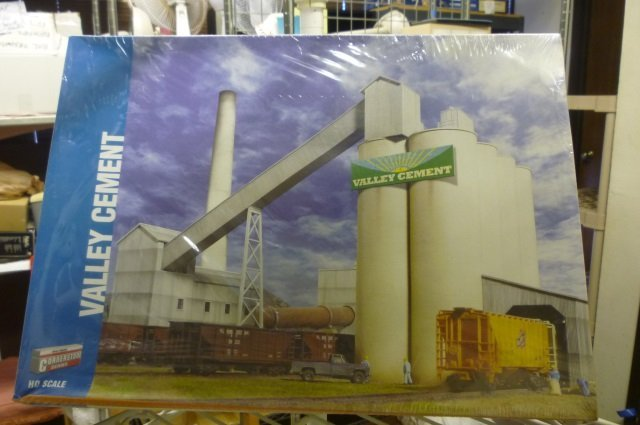 Walthers Valley Cement : Walthers model kit valley cement