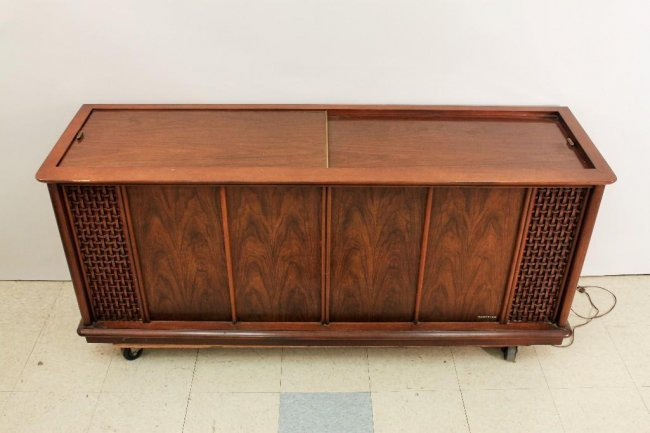 Magnavox Astro Sonic Phonograph Radio System Lot 285