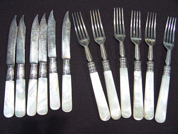 203 antique pearl handled flatware lot 203 - Pearl handled flatware ...