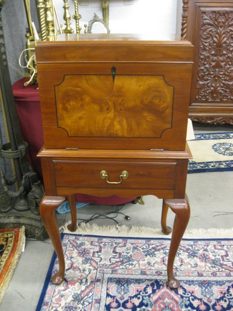 668 Silverware Chest On Stand Lot 668