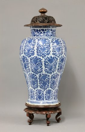 An Attractive Blue And White Baluster Vase Kangxi Lot 152