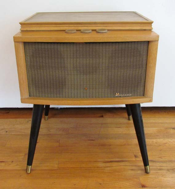 magnavox hy vee cabinet w built in record player and lot 394