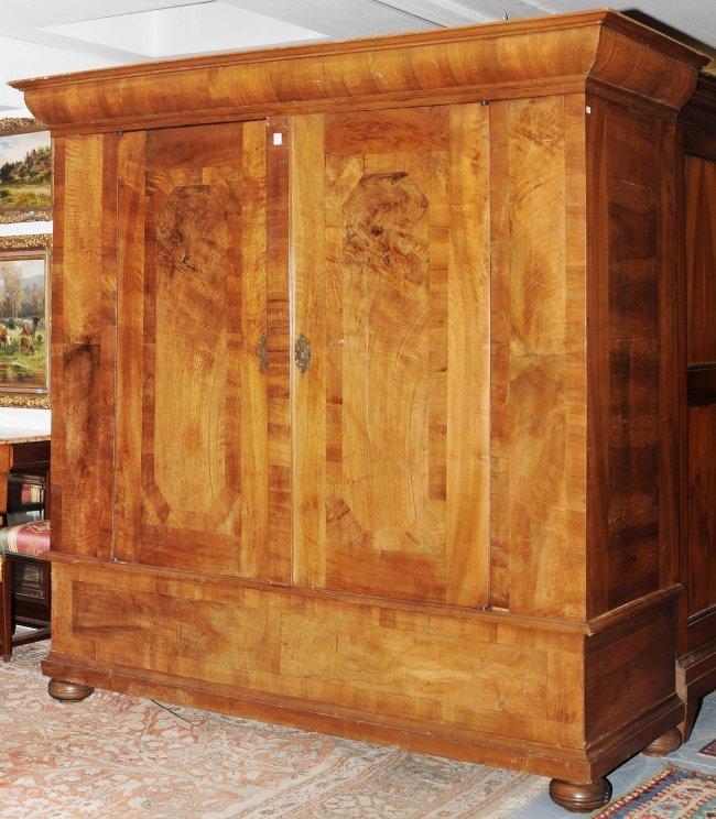 schrank flachbarock nussbaum zweit riger. Black Bedroom Furniture Sets. Home Design Ideas