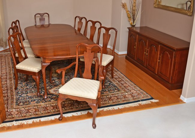 HARDEN QUEEN ANNE STYLE CHERRY DINING ROOM SET Lot 1024
