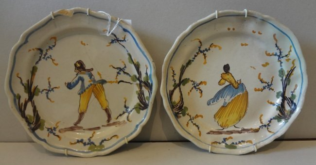 Coppia di piatti in ceramica decorati in lot 146 for Piatti decorati