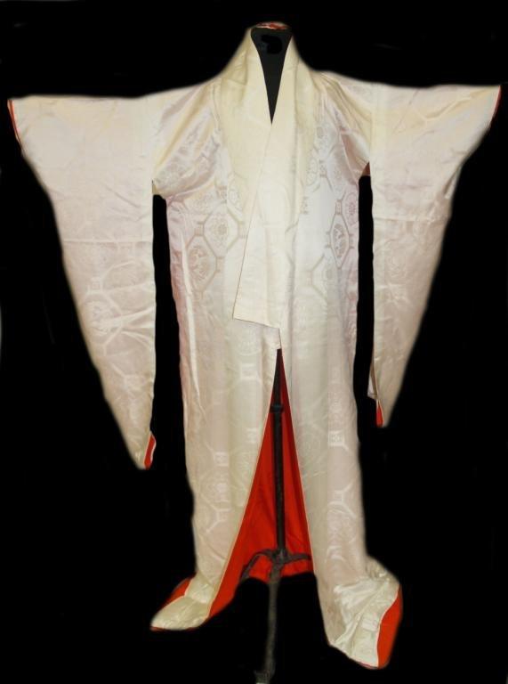 206: VINTAGE JAPANESE WEDDING KIMONO WHITE SILK : Lot 206