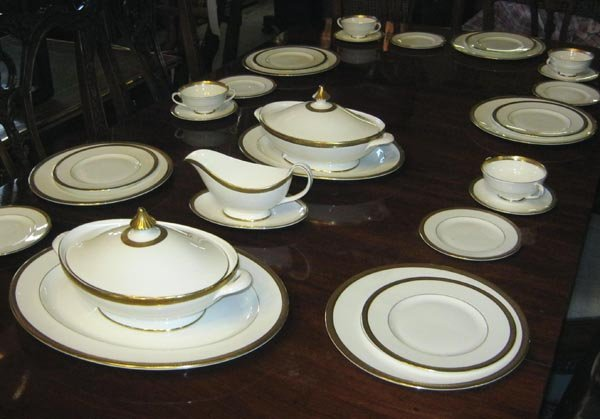 dinner service royal doulton white bone china with. Black Bedroom Furniture Sets. Home Design Ideas