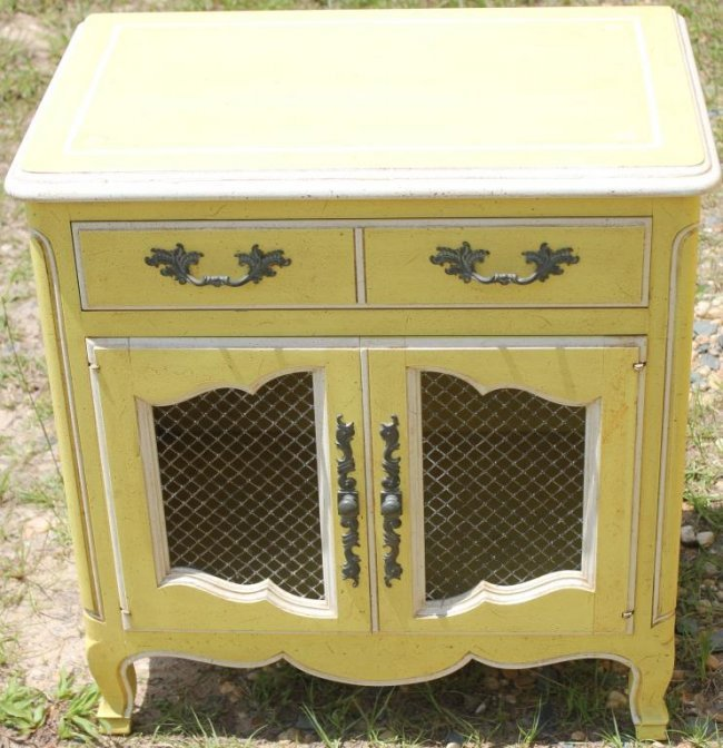 4 PC. 1970s FRENCH PROVINCIAL BEDROOM SET BY : Lot 50