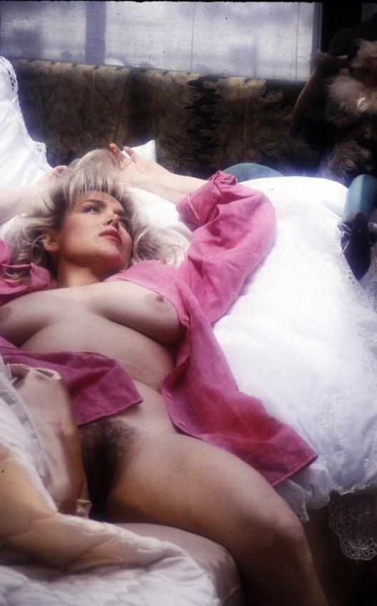 karen gillan nude butt