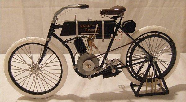3075: 1903-1904 Harley...