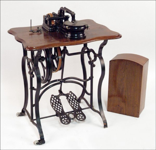 286 Florence Treadle Sewing Machine Lot 286