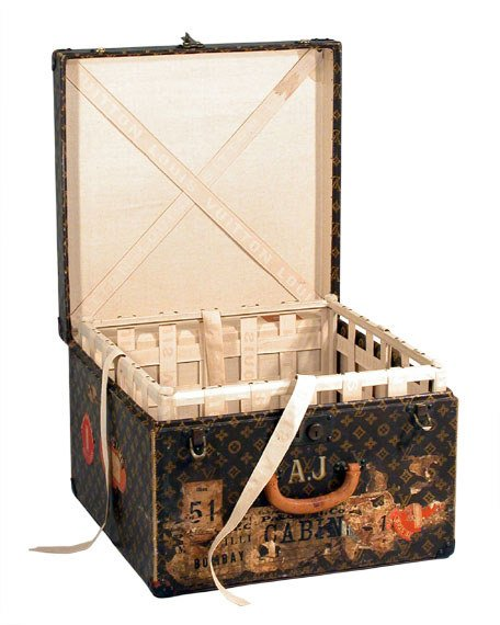 Louis Vuitton Hat Box - 456 x 570  60kb  jpg