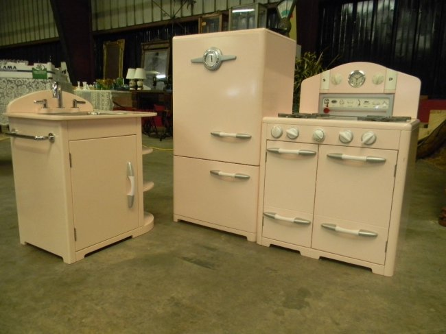 Barn Kitchen Sink : Pottery Barn Retro Kitchen Sink, Icebox & Oven Set : Lot 91