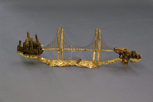 7004 metal sculpture golden gate bridge merv griffin lot 7004. Black Bedroom Furniture Sets. Home Design Ideas