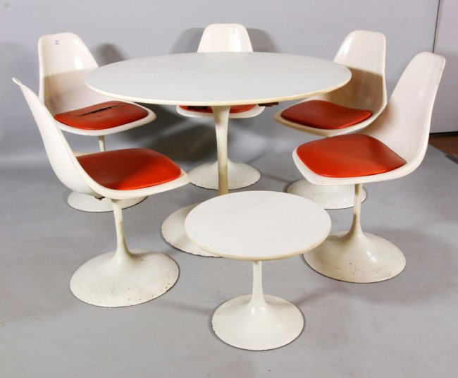 Eero Saarinen Tulip Table & Chairs Lot 3291
