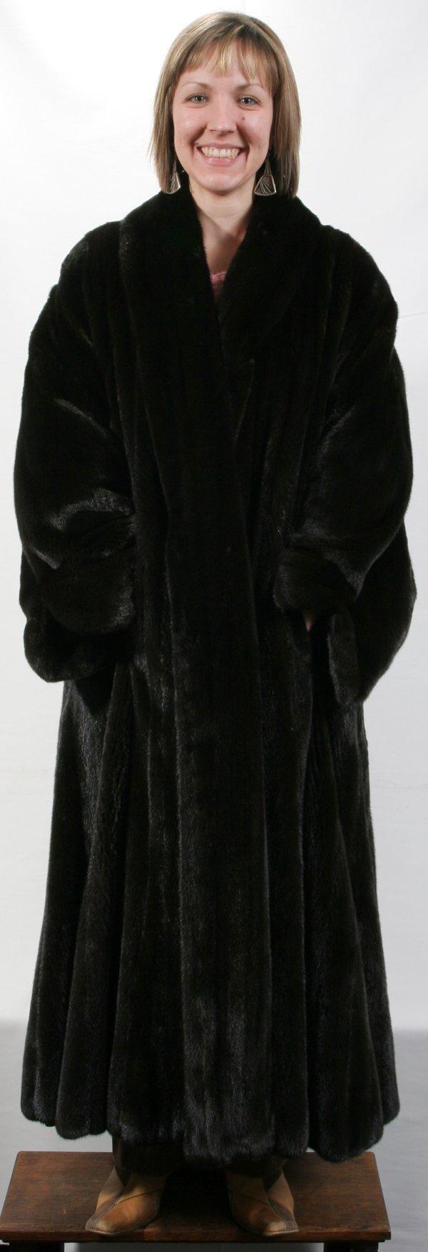021392 neiman marcus label mink coat lot 21392. Black Bedroom Furniture Sets. Home Design Ideas