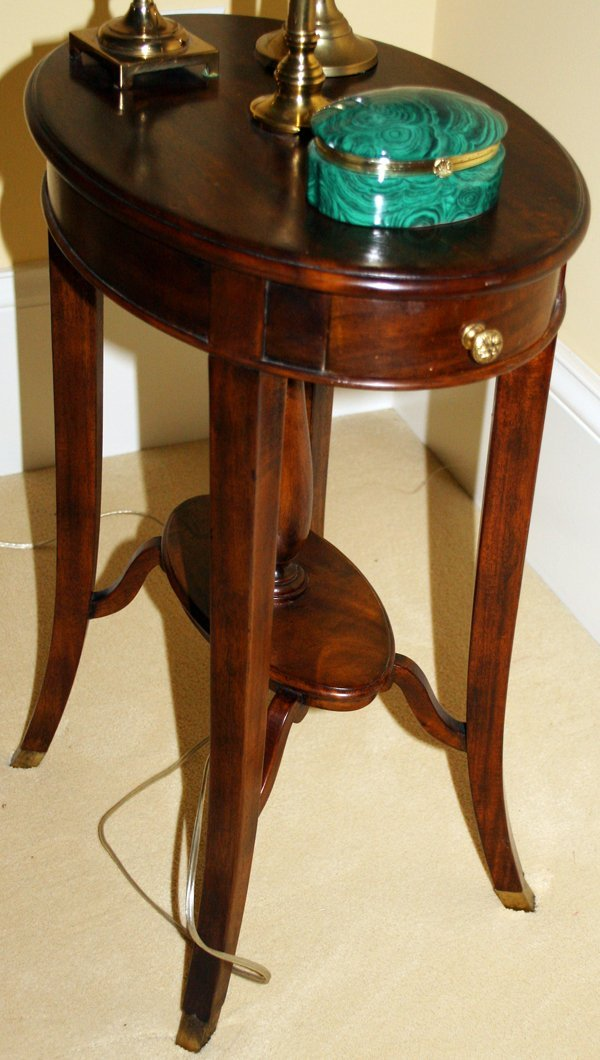 031415 mahogany end table w attached lamp modern lot 31415. Black Bedroom Furniture Sets. Home Design Ideas