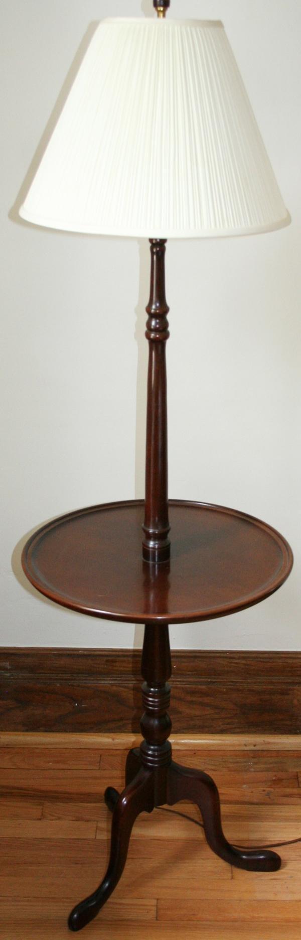 Merveilleux 080143: QUEEN ANN STYLE MAHOGANY COMBO TABLE FLOOR LAMP