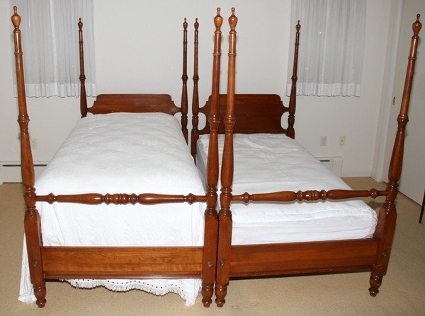 012313 federal style mahogany four poster twin beds lot 12313. Black Bedroom Furniture Sets. Home Design Ideas