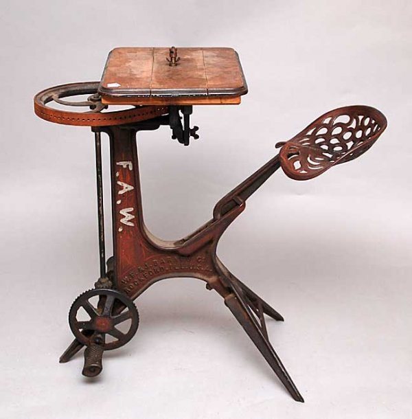 94: Antique American woodworking peddle machine, jigsaw : Lot 94