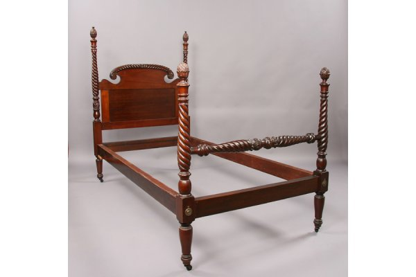 Carved mahogany pineapple bed lot