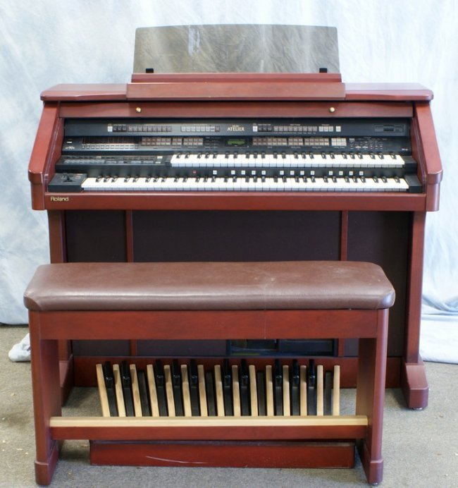 Roland atelier at90r electronic organ operating lot 9192a for Atelier roland castro