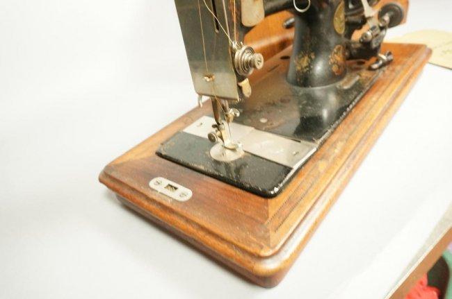 Antique Pfaff Lightweight Sewing Machine In Label Lot 63